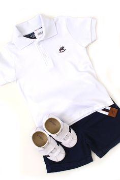 Petit Look Posh Baby: Petit Look Posh Baby, visual clássico e charmoso. Camisa pólo branca, bermuda azul marinho com cinto e tênis chuteira. Confira abaixo os detalhes de cada peça. http://www.nanapetit.com.br/petit-look-posh-baby-p1169/