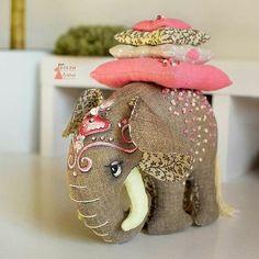 Фотография Fabric Toys, Fabric Art, Fabric Crafts, Sewing Toys, Sewing Crafts, Sewing Projects, Sewing Stuffed Animals, Stuffed Animal Patterns, Doll Patterns