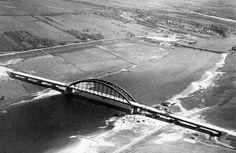 Lekbrug in 1936 bijna gereed. Op de achtergrond de scheepjesbrug die vanaf de Buitenstad naar Vreeswijk liep.