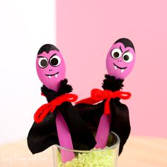 Vampire Wooden Spoon Puppets - Halloween Crafts for Kids - Easy Peasy and Fun