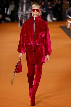Opening Ceremony Fall 2016 Ready-to-Wear Collection Photos - Vogue.this raspberry velvet is fab, plus, if you're doing matchy-matchy you may as well go big or go home. Fashion Week, Runway Fashion, High Fashion, Fashion Show, Fashion Design, Luxury Fashion, Women's Fashion, Estilo Fashion, Ideias Fashion