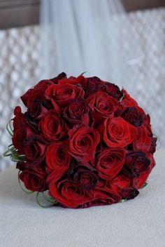 Valentine's Day Weddings decor, red rose wedding flowers bouquets, inspired wedding decor idea #Valentines day #wedding photo shoots #wedding red rose www.dreamyweddingideas.com