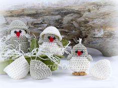 Marrot Design - Baby kylling i æggeskal Amigurumi Toys, Baby Design, Free Pattern, Christmas Ornaments, Holiday Decor, Crochet, Chicken, Egg, Toys