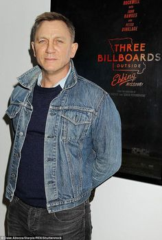 Daniel Craig Style, Daniel Craig James Bond, Rachel Weisz, Jude Law Style, James Bond Outfits, Stylish Men, Men Casual, Mature Mens Fashion, Jacket Outfit