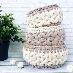 Arteira Yarn Projects T Shirt Yarn Baskets Amigurumi Elsa Love Crochet Knitting Baby Crochet Box, Crochet Basket Pattern, Crochet Gifts, Crochet Yarn, Crochet Stitches, Crochet Patterns, Crochet Baskets, Rug Yarn, Crochet Home Decor