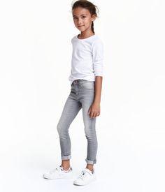 Check this out! 5-pocketjeans van extra zacht, superelastisch denim met een extra smalle pasvorm. De jeans heeft verstelbaar elastiek in de taille, fake zakken voor, echte zakken achter en een gulp met ritssluiting en drukknoop. – Ga naar hm.com om meer te bekijken.
