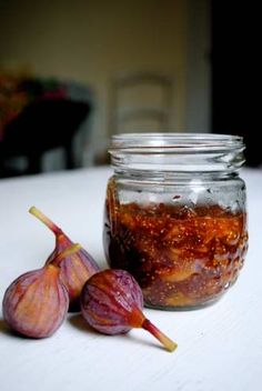 A VERY simple recipe for fig jam - from http://honestcooking.com