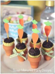 Pots of delicious brigadeiro Easter Cupcakes, Easter Cookies, Easter Treats, Bunny Party, Easter Party, Party Decoration, Farm Party, Easter Recipes, Creative Food