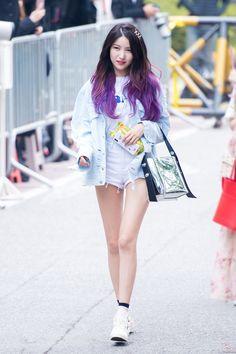 HD Kpop Photos, Wallpapers and Images Airport Fashion Kpop, Kpop Fashion, Daily Fashion, Korean Fashion, Gfriend Yuju, Gfriend Sowon, Kpop Girl Groups, Kpop Girls, Asian Woman