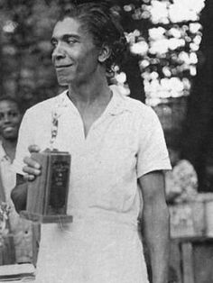 Ora Washington- This tennis star of the late and early was Venus and Serena rolled into one. The Philadelphia native was the first Queen of Tennis: She was the undefeated women's singles champion of the American Tennis Association from 1929 to American Athletes, American Sports, American Women, Women Athletes, Female Athletes, Divas, African American History, Native American, Black History Facts