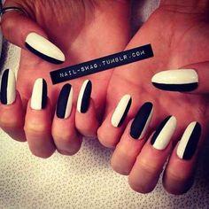 22 DIY Minimalist Monochrome Manicures