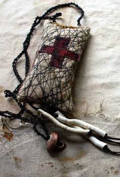 http://latouchablesbagsandthings.blogspot.de/2014/07/zora-talisman-amulet-lavender-sachet.html