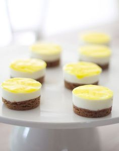 Looks amazing. I like desserts that are bite size. Tea Recipes, Sweet Recipes, Dessert Recipes, My Favorite Food, Favorite Recipes, High Tea Food, Tapas, Delicious Desserts, Yummy Food
