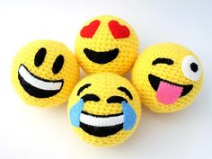 Always Arty: crochet emoji balls - Emoji - Amigurumi Crochet Leaf Patterns, Crochet Leaves, Crochet Motifs, Amigurumi Patterns, Crochet Lego, Crochet Ball, Crochet Toys, Crochet Keychain Pattern, Ladybug Crafts