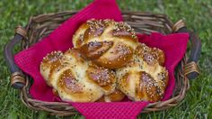 Portuguese Sweet Bread Rolls. (1) From: Jo Cooks (2) Webpage has convenient Pin It Button