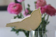 bird place card on glass wedding