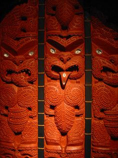 Maori Treasures Gallery :: Auckland Museum, New Zealand. Arte Tribal, Tribal Art, Maori Tribe, Tiki Tattoo, Maori People, Maori Designs, Nz Art, Maori Art, Art Carved