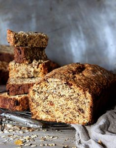Breakfast rusks, the perfect on-the-run start to the day. They're loaded with All Bran, rolled oats, cranberries, seeds and more. Buttermilk Rusks, Buttermilk Recipes, Scones, Baking Recipes, Cake Recipes, Baking Breads, Vegan Recipes, Snack Recipes, Kos