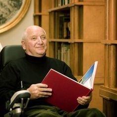 Barack Obama appointed famous architect with an acquired disability (and uses wheelchair now) Michael Graves  to advise on accessible design