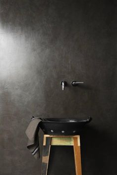 Earthcote paint from South Africa. Pic: Palermo is a resin-based stucco finished with Earthcote Wall Wax to create a super-polished look, since specialized wall finishes are such a focal point right now. Minimalist Bathroom, Modern Bathroom, Bathroom Interior, Interior Walls, Beautiful Bathrooms, Bathroom Inspiration, Interior Inspiration, Stucco Finishes, Venetian Plaster Walls