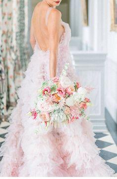 Romantische Hochzeitswelt auf Chateau Soutard   Hochzeitsguide Wedding Dresses, Lace Wedding, Couture, Models, Boho, Elegant, Videography, Wedding Stationery, Night Gown