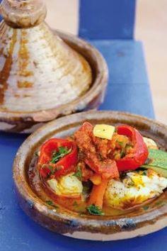 Dit recept komt uit het boek Kookkaravaan.  Maak deze tajine eens `s zomers buiten op een houtskool-vuurtje. Middle East Food, Middle Eastern Recipes, Tajin Recipes, Fish Recipes, Dutch Recipes, Cooking Recipes, Healthy Recipes, Tagine, I Love Food