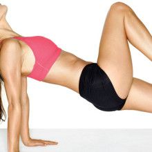 Hitting your muscles from all angles is the abs-olute best way to sculpt a tight, sexy midsection. Try this workout that will tighten your core in no time. Weight Loss Tips, Lose Weight, Latest Health News, 15 Minute Workout, Womens Health Magazine, Fit Women, Gym Shorts Womens, Health Fitness, One Piece