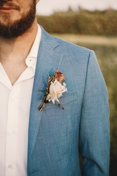 You'll love the repurposed + thrifted decor throughout this shoot at Unique Wellness Farm. Casual Wedding Suit, Beach Wedding Groom Attire, Casual Groom Attire, Casual Grooms, Wedding Outfits For Groom, Wedding Tux, Groom Outfit, Chic Wedding, Wedding Boutonniere