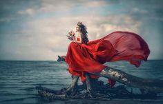 Waiting for a prince - Tatyana Nevmerzhytska Photography Beach Photography, Photography Women, Creative Photography, Fashion Photography, Creative Shots, Photography Magazine, Photography Tips, Poses, Windy Skirts