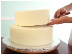 Wedding Cake Recipes how to make tiered cakes.instructions - Take your cake to the next level with this tutorial on how tomake tiered cakes. Cakes To Make, How To Stack Cakes, How To Make Cake, How To Make Wedding Cake, 2 Tier Birthday Cakes, 2 Tier Wedding Cakes, Stacking A Wedding Cake, 2 Tier Cake, Tiered Cakes