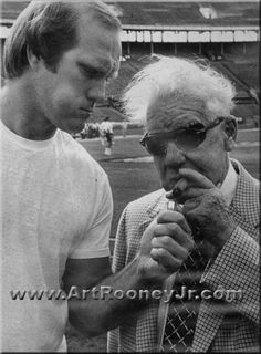 The Chief Art Rooney and The Blonde Bomber Terry Bradshaw - Pittsburgh Steelers home-town-pride-go-steelers Steelers Pics, Here We Go Steelers, Pittsburgh Steelers Football, Pittsburgh Sports, Steelers Stuff, Steelers Images, Steelers Helmet, Football Coaches, Football Usa