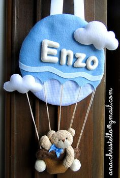 Porta de maternidade do Enzo | Flickr - Photo Sharing! Love Sewing, Sewing For Kids, Diy For Kids, Felt Name, Baby Banners, Felt Wreath, Baby Crafts, Felt Crafts, Homemade Crafts