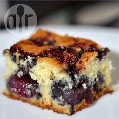 Bolo de cerejas @ allrecipes.com.br - Um bolo polonês delicioso com cerejas para ocasiões especiais!