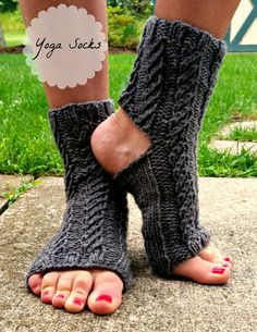 free pattern twisted rib yoga socks
