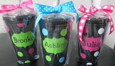 personalized acrylic tumblers with straws Vinyl Tumblers, Acrylic Tumblers, Personalized Tumblers, Teacher Christmas Gifts, Teacher Gifts, Christmas Diy, Vinyl Crafts, Vinyl Projects, Sweet 16