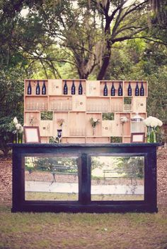 One of the budget-friendly element of country wedding is wooden crates. In our guide of wooden crates wedding ideas, we gathered the most pinned picture Wedding Reception Decorations, Wedding Table, Wedding Decor, Wedding Ideas, Wooden Crates Wedding, Wedding Wows, Exterior House Colors, Rustic Outdoor, Back To Nature