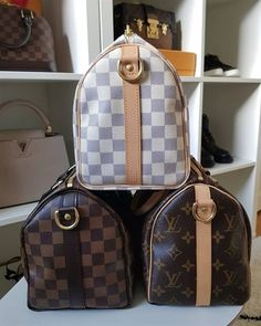 Dilemma of the century Monogram Damier Azur or Damier Ebene Which is your favorite canvas . Gucci Handbags, Louis Vuitton Handbags, Handbags Michael Kors, Purses And Handbags, Louis Vuitton Monogram, Designer Handbags, Gucci Bags, Trendy Handbags, Designer Purses