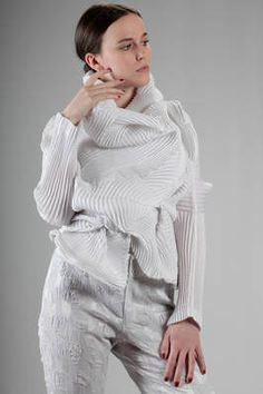 'sculpture' jacket in rounded steam-stretch plissé of polyester and polyurethane - ISSEY MIYAKE