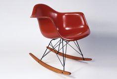 Eames Plastic Arm Chair   Der Distinktionsstuhl  http://www.stylepark.com/de/news/der-distinktionsstuhl/338943  http://www.stylepark.com/de/vitra/eames-plastic-armchair-rar?ref=news_article_collage
