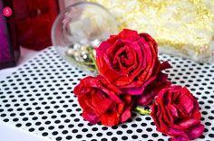 Rosas recicladas de un cartón de huevos - http://decoracion2.com/rosas-recicladas-de-un-carton-de-huevos/67007/?utm_source=smdeco2&utm_medium=socialclic&utm_campaign=67007 #Decoración, #Ideas_Para_Decorar, #Manualidades, #Reciclaje