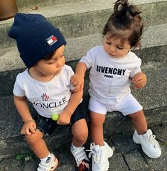 Cute Baby Twins, Cute Baby Couple, Twin Baby Boys, Cute Baby Boy Outfits, Cute Little Baby, Twin Babies, Cute Baby Clothes, Kids Outfits, Foto Tablet
