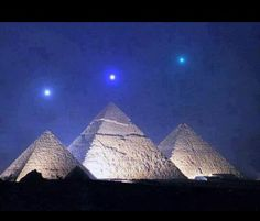 Mercury, Venus and Saturn align with the pyramids of Giza for the first time in 2,373 year on Dec. 3,2012