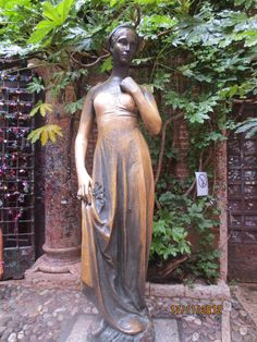 Statue of Juliet Verona, Italy