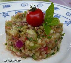 Tartare de concombre, tomate & oignon rouge