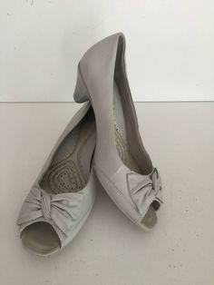 peep toe napa couro - salto 5 cm - cor gelo - tamanho 40 - sapatos confort flex