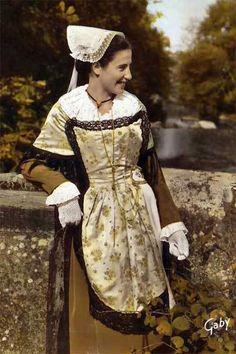ce costume irlandais ressemble énormément au costume Breton.