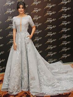 The beautiful Filipino actress Liza Soberano in a Michael Cinco gown that is definitely a head-turner. Bridal Dresses, Wedding Gowns, Bridesmaid Dresses, Prom Dresses, Liza Soberano Gown, Michael Cinco Gowns, Debut Gowns, Filipiniana Dress, Filipiniana Wedding
