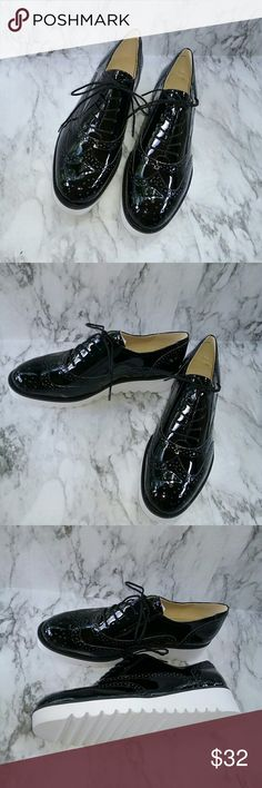"NINE WEST WHENEVER LACE UP OXFORDS WINGTIP THIS IS A NEW PAIR IF NINE WEST ""WHENEVER"" STYLE LADIES LOAFERS. THEY ARE BLACK PATENT SYNTHETIC  (VEGAN) WINGTIP LOAFERS. THEY ARE SIZE 8. THEY ARE NEW WITHOUT BOX. Nine West Shoes Flats & Loafers"