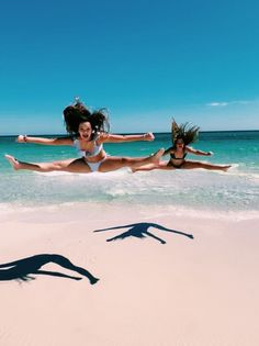 Cute Beach Pictures, Cute Friend Pictures, Cheer Pictures, Best Friend Pictures, Beach Photos, Friend Pics, Cheer Pics, Photographie Indie, Best Friends Shoot