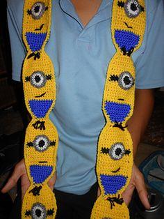 Minion scarf suitable for children and toddlers. A larger hook would also make it suitable for adults.